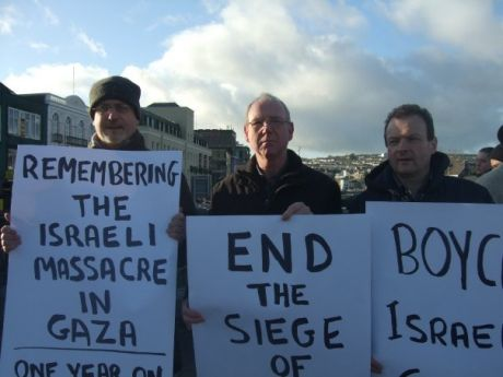 Cllr Mick Barry (left), Cllr Ted Tynan (centre) and Cllr Chris O'Leary (right) on Cork's vigil for Gaza today