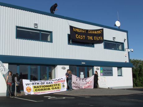 Protest at Shell Offices in Belmullet pic 1