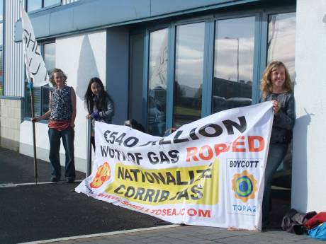 Protest at Shell Offices in Belmullet pic 2