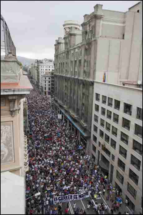 The streets are ours - We will not pay for their crisis : 1/4 million INDIGNADOS take the streets of Barcelona