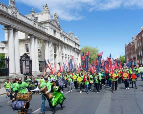 dunnes_workers_march_pic4_june06_2015.jpg